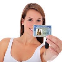 Mulher mostra como tirar carteira de motorista no DF
